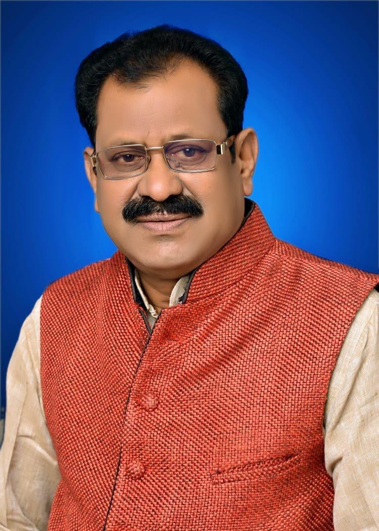 अभनपुर कांग्रेस के नेता रतिराम साहू के निष्कासन पर रोक से क्षेत्र में हर्ष की लहर