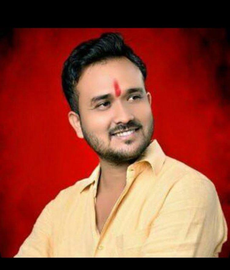 युवा कांग्रेस ने अर्धनग्न होकर मोदी के जन्मदिन पर किया विरोध प्रदर्शन
